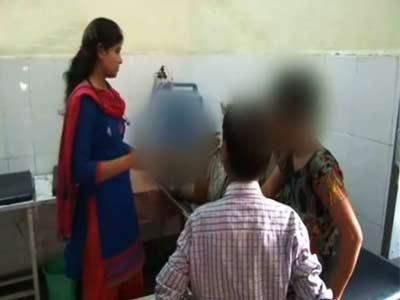 Video : अलीगढ़ में मां-बेटी पर तेजाब से हमला