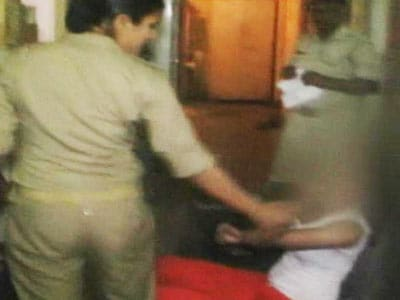 Video : Moral policing: Cop slaps girl for drinking in a car