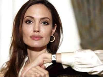 Video : Angelina Jolie's breast cancer-preventing move may be too costly for most women