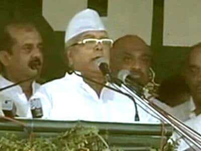 Video : Lalu Prasad showcases sons, slams Nitish Kumar at his mega comeback rally