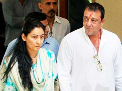 Video : Sanjay Dutt leaves home with wife Manyata, will surrender in court shortly