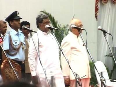Video : Karnataka: 28 ministers sworn into Siddaramaiah's Cabinet