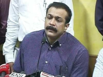 Videos : श्रीसंत के होटल रूम से लैपटॉप, कैश बरामद : मुंबई पुलिस