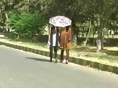 Video : Heat wave grips north India; Delhi experiences season's hottest day