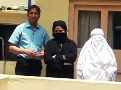 Videos : रवीश की रिपोर्ट : क्या जायज़ है इस्लाम में पर्दा...?