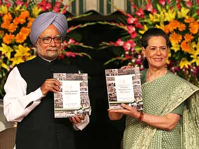 Video : PM Manmohan Singh releases UPA-II's report card