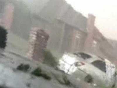 Video : Caught on camera: US tornado devastates Oklahoma suburb