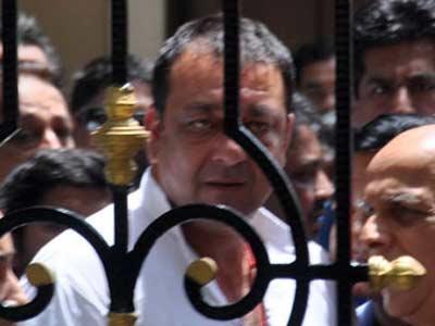 Videos : जेल में थैले बनाना सीख रहे हैं संजय दत्त
