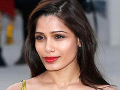 Video : Freida Pinto's Bollywood dreams on hold