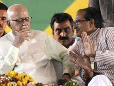 Video : Advani did not praise Shivraj Chouhan to put down Modi: BJP