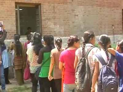 Video : Admission to contentious four-year course in Delhi University begins