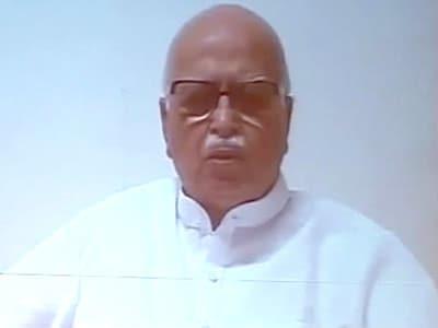 Video : Advani makes no mention of Modi in video conference