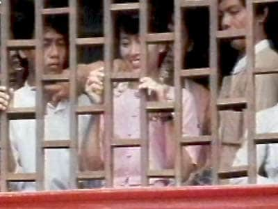 Video : The World This Week: Caging democracy (Aired: November 1990)
