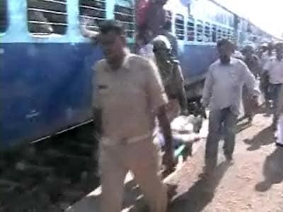Video : Over 100 Naxals attack train in Bihar; three dead, seven injured