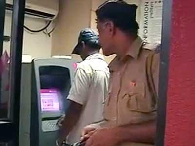 Videos : एक्सिस बैंक के 29 खाते हैक