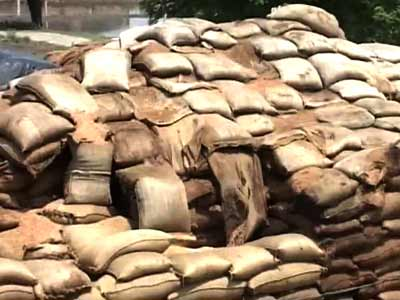 Video : 150 tonnes of wheat rotting in the open in Punjab
