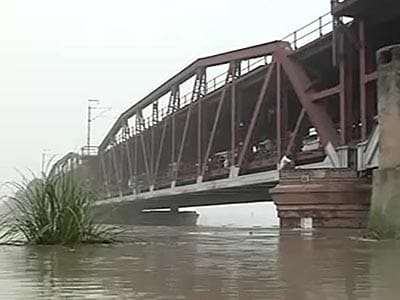 Video : Yamuna breaches danger mark in Delhi