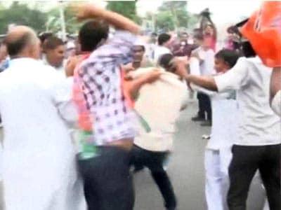 Videos : पटना में बीजेपी-जेडीयू कार्यकर्ताओं में झड़प