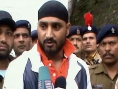 Video : Harbhajan turns counsellor for stranded tourists