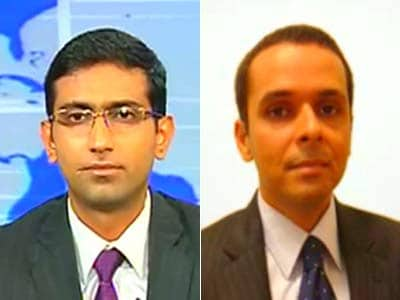 Video : Rupee fall due to global risk-off: Standard Chartered Bank