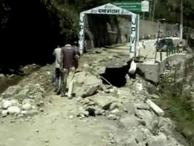 Video : 1,200 tourists stranded in Himachal, survivors complain of govt apathy