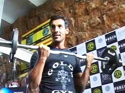 Video : John Abraham to promote boxing in India
