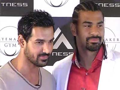 Video : John Abraham promotes boxing