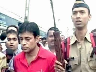 Videos : नवी मुंबई की जेल में अबू सलेम पर हमला