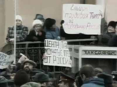 Video : The World This Week:  The clash of the titans in Soviet Union (Aired: April 1991)