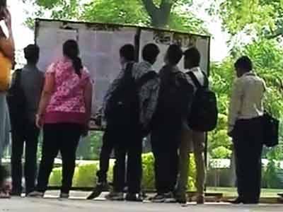 Video : डीयू की दूसरी कट-ऑफ सूची जारी, छात्रों को राहत