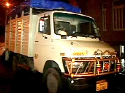 Video : Four trucks, filled with crores and diamonds, caught in Mumbai