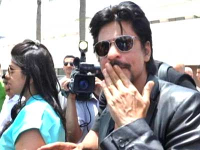 Video : All work, no vacation for SRK in Casablanca