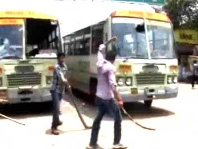 Video : Protest against job quota turns violent in Allahabad, students attack over 50 cars