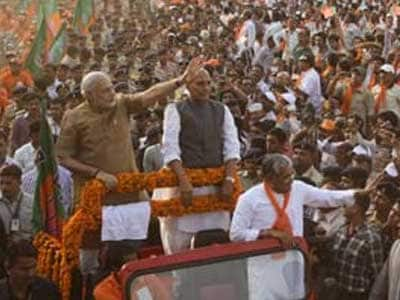 Video : BJP's Book-My-Show for Narendra Modi Pay Rs. 5 in Hyderabad