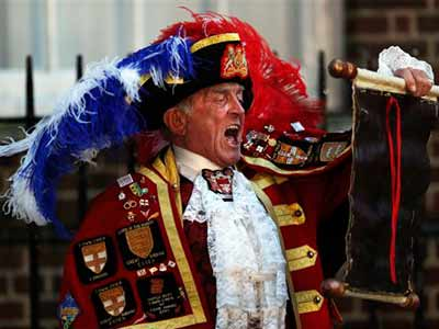 Video : How royal baby was announced: with shouting