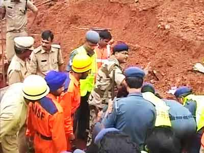 Video : Six people feared killed after wall collapses due to incessant rain in Hyderabad