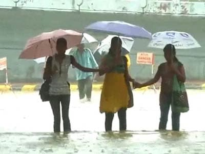 Video : Mumbai braces for heavy rain, high tide; people advised to stay home