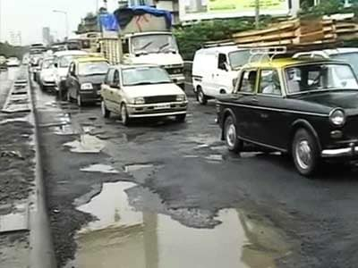 Video : Mumbai civic body's meeting to discuss potholes problem ends in blame game