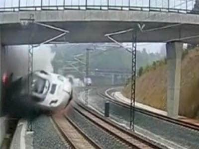 Video : Spain's massive train crash caught on camera