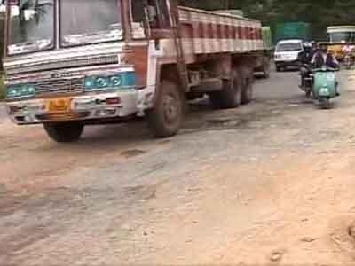 Video : Bangalore helpless as Silicon City turns into Pothole City