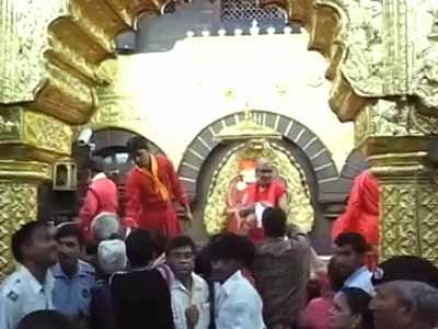 Videos : शिरडी : साईं के भक्तों को मुफ्त में प्रसाद