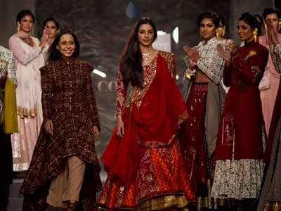 Video : Tabu scorches the ramp as Draupadi