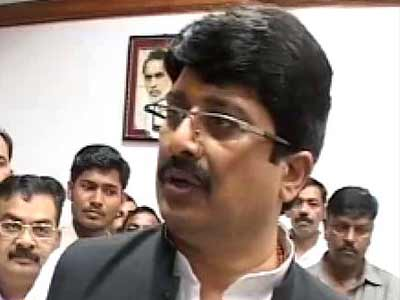 Video : Kunda cop murder: Raja Bhaiya clears lie detector test, CBI to give him clean chit, say sources