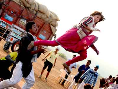 Video : Madhuri's tough action sequences in <i>Gulaab Gang</i>