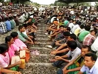 Video : Telangana effect: 12-hour 'rail roko' in Kokrajhar for creation of Bodoland