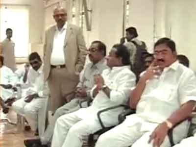 Video : तेलंगाना : छह लोस और एक रास सांसद ने दिया इस्तीफा