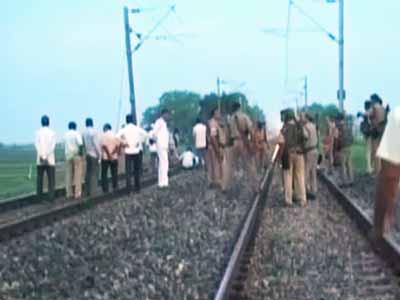 Videos : बिहार : गया में नक्सलियों ने रेलवे ट्रैक को उड़ाया