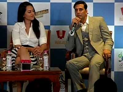 Video : Akshay, Sonakshi relive experiences in Oman