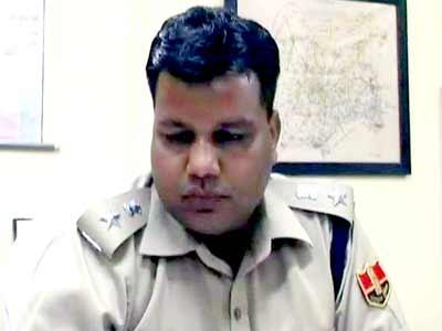 Videos : कांग्रेसी नेता के पिता के खिलाफ कार्रवाई करने पर एसपी का तबादला