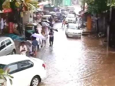 Video : In rain-lashed Kerala, landslides, over-turned cars; Kochi airport closed